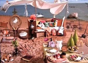 Магия загадок, пляж, палатка на пляже, стол