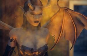 Сакра Терра 2: Поцелуй смерти, чертовка, рога, крылья, огонь